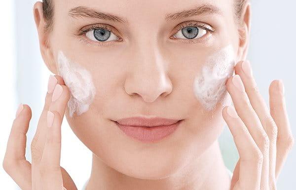 Gebruik de huidpeeling voor acne eens per week