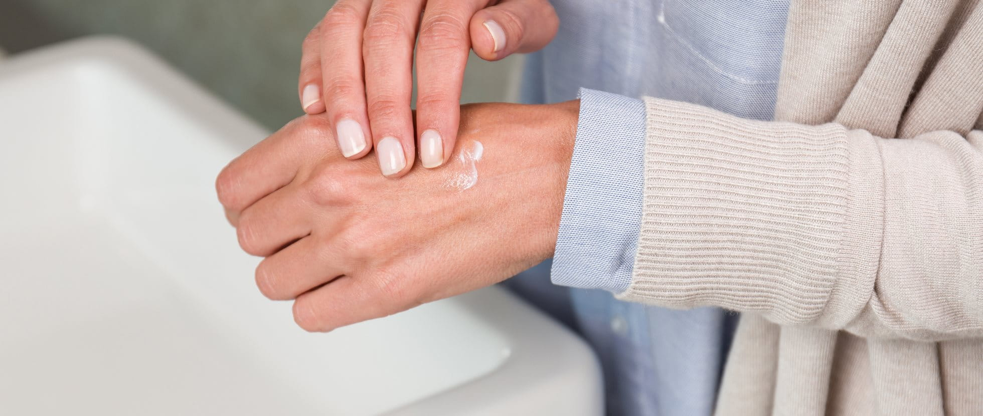 What prevents dry skin on the hands?